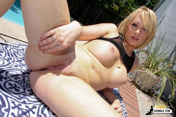 t carmen kaspar shemaleyum 03 Post Op Transsexual Carmen Kaspar Hustling On Shemale Yum!